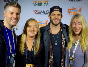 Thomas Rhett out here in vegas hanging out with us Outnumber Hunger