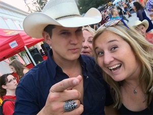 Jackie's selfie with Jon Pardi... and Whit photoboming lol
