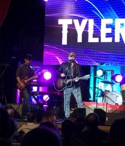 Tyler Farr!