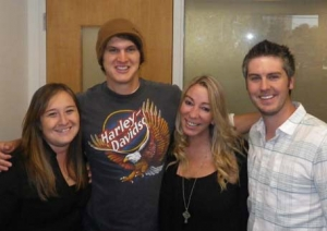Jon Pardi takes a quick pic before flying off to another city!
